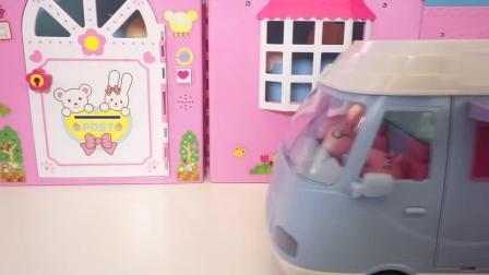 北美玩具 粉红猪小妹的多功能露营车,上面可以做饭睡觉呢