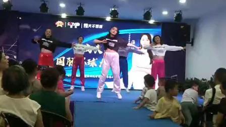 彩虹舞蹈队尊巴舞卡哈尔