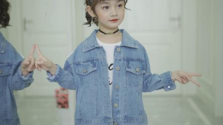 蕾丝花边牛仔外套视频素材01