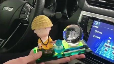 创意车内装饰品汽车摆件 摇头弥勒佛小和尚高档钟錶香水座保平安