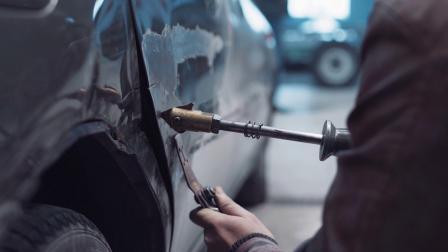 Y-1970-汽车维修中使用工具对车身进行修复实拍视频