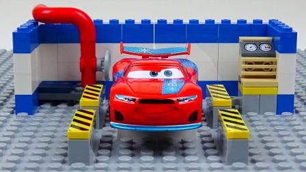 迷你赛车和赛道实验迪斯尼汽车儿童玩具视频