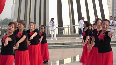 2019牡丹江市东安区兴隆社区广场舞队展演广场舞:《站着等你三千年》《我和我的祖国》