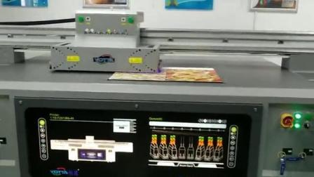 越达彩印uv打印机背景墙打样中,精度高、速度快