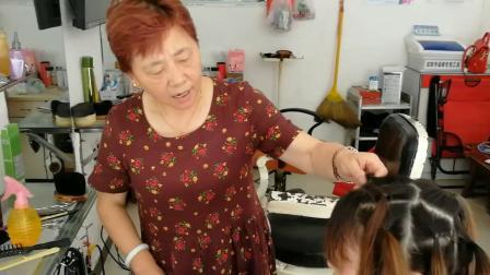 美女剪长发