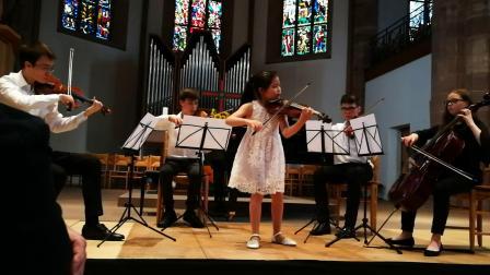 林佑澜德国2019夏季音乐节上与欧洲学生合作维瓦尔第A小调协奏曲第一乐章