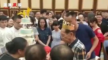 袁隆平九十大寿 蛋糕9层上植水稻 八个字概括自己一生 8月9日晚