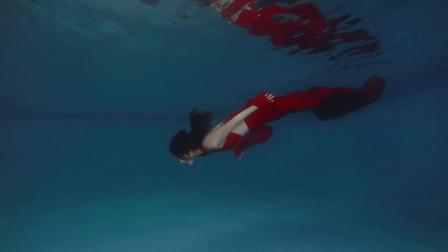 游来一条美人鱼