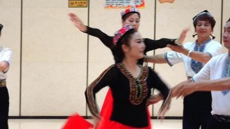 河北廊坊棋缘舞蹈队在中国十省市舞友石河子联谊会上演出