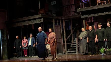 上海滑稽剧《乌鸦与麻雀》谢幕