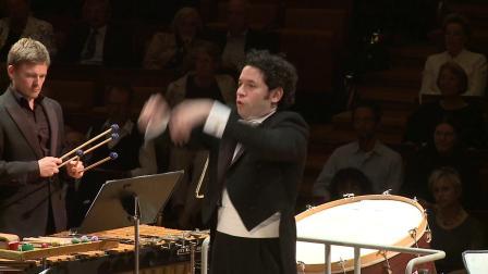索菲亚·古拜杜林娜《荣耀打击乐》为打击乐和乐队而作的协奏曲