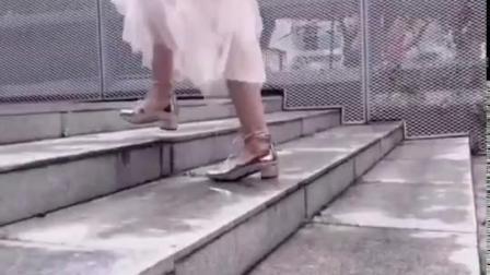 网红金色镜面芭蕾舞鞋2019春新款交叉绑带方头浅口粗跟玛丽珍鞋女