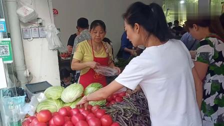 猪肉价格暴涨,重庆现在多少钱一斤呢?跟着小玉去菜市场看看吧。