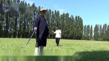 老头从头武当山学会一套的道家丹剑,回国就有徒弟上门来学