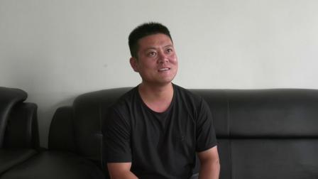 退役军人杨本凯考察黑皮鸡枞菌工厂化生产项目收获满满