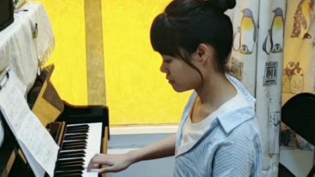 美丽拍档钢琴