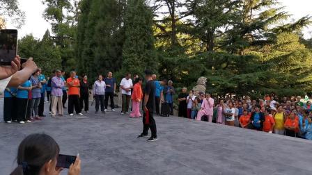 杨军老师在迎泽公园晨练67式太极剑