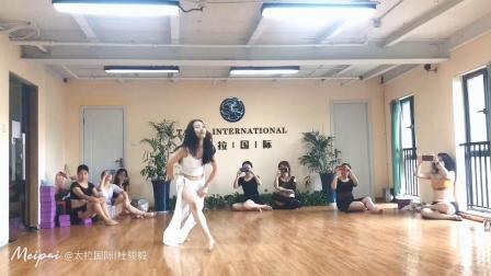 杭州市太拉国际东方舞瑜伽培训学校 —— 好久不见我们太拉国际教练培训团队晨晨导师,最新一支为太拉第67期全日制系统教练班教授的成品舞鼓舞, 敬请欣赏