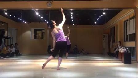 形体舞蹈《大鱼海棠》背面