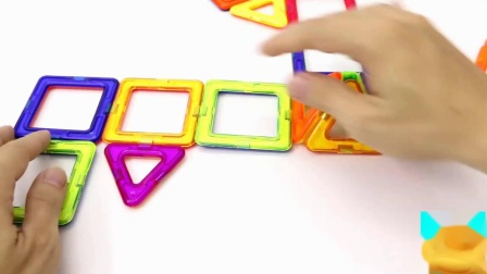 磁力积木拼成不同的造型