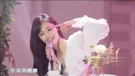 郑爽十周年生日会演唱《告白气球》声音好甜,露背装超好看太仙了