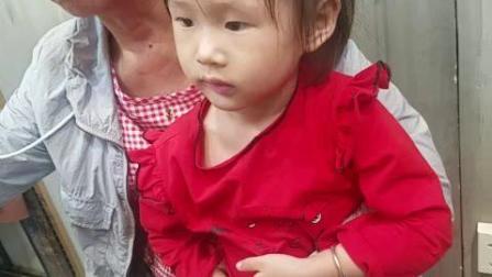 杨瑾婳和奶奶打游戏