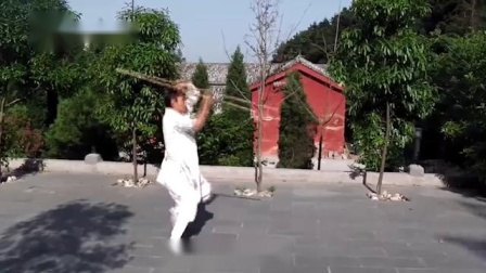 武当道家弟子演练八仙棍,棍法多变,不输五郎八卦棍