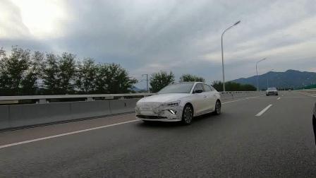 【视频】北京现代菲斯塔纯电动版伪装车路试中