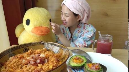 当隔夜饭遇上冰冻鸡蛋!  大碗炒饭vlog-自制炒饭牛油果