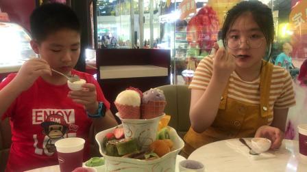哈根达斯冰淇淋店吃冰激淋了