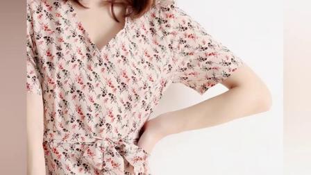 君晓天云CATHYLADI洋装浪漫法式风显瘦裸粉色小碎花交叉V领围裹式茶歇裙