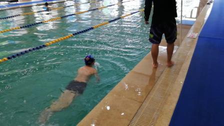 新乐天游泳班学员张忠泽入门视频