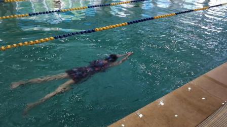 新乐天游泳班学员高小雅入门视频