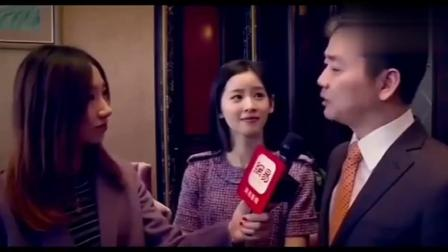 回看这段采访奶茶妹妹看刘强东的眼神,满满都是爱意