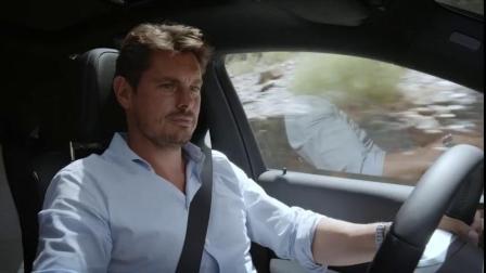 奔驰给中期改款的GLE Coupe拍了一段宣传片,然后看完我笑出声了-啊车视频