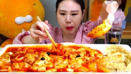 【韩国吃播】弗朗西斯卡吃拌面、泡菜披萨糖醋肉 - 泡菜披萨糖醋肉