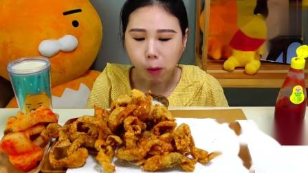 【韩国吃播】弗朗西斯卡吃炸鸡皮、麦片 - 炸鸡皮