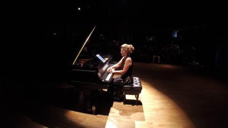 菲利普•莫里斯•葛拉斯 : 為鋼琴所作的《變形》