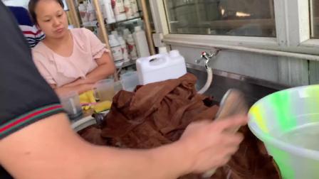 干洗店利润怎么样?洗衣店加盟技术培训之绒面皮衣服的清洗方法