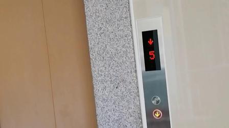 叠彩山华庭一栋电梯下行