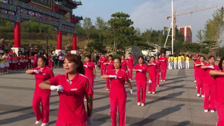 涞源县烟墩山广场舞健身大赛。