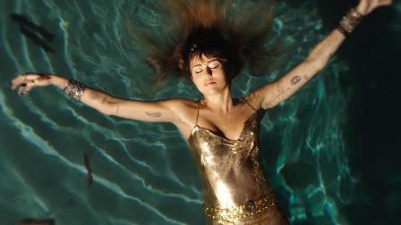 [杨晃]美国女歌手Miley Cyrus全新单曲 Slide Away