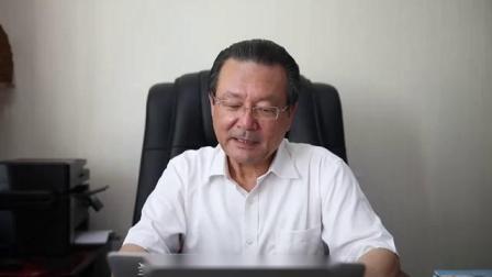 全国政协委员、中国作家协会成员、《阿拜箴言录》译者艾克拜尔·米吉提接受哈萨克斯坦驻华大使努雷舍夫的点名朗诵伟大诗人阿拜的诗歌