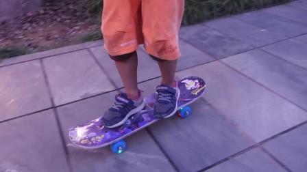 君晓天云2019儿童四轮卡通汽车小鸟滑板双面图案奥特慢曼滑板车加厚双翘板