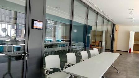 """小米新总部虽然不能""""跑火车"""",但蹬着平衡车的保安却是独特一景"""