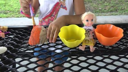 安娜艾尔莎和蒂娜画贝壳和沙子美元