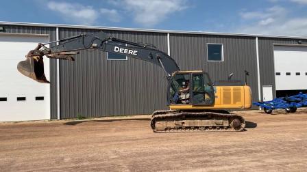 2013年迪尔210G LC挖掘机