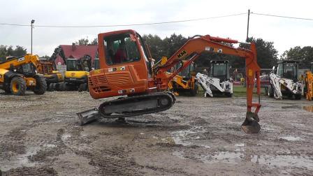 竹内TB235挖掘机 2013年