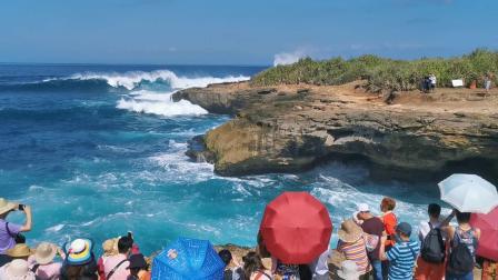 """印度尼西亚巴厘岛蓝梦岛""""恶魔的眼泪景区"""""""