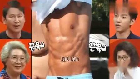 我在我家的熊孩子:金钟国晒日光浴,脱衣服晒肌肉,被称为常青的松树截了一段小视频